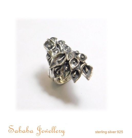 Stunning Lilly Ring